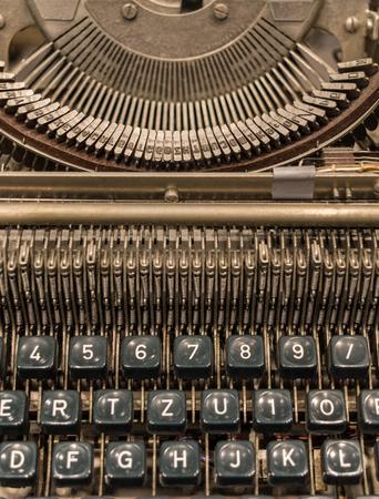 teclado numerico: El fragmento de una máquina de escribir antigua y antigua.