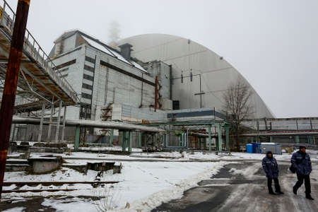 New Safe Confinement above remains of reactor 4 and the old sarcophagus at Chernobyl nuclear power plant. December 2016 Imagens