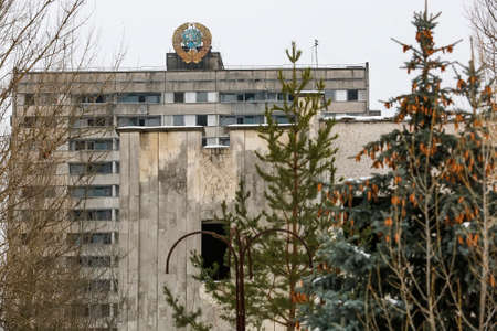 Soviet coat of arms on building in abandoned city of Prypiat, near Chornobyl nuclear power plant, Ukraine Imagens - 150714402