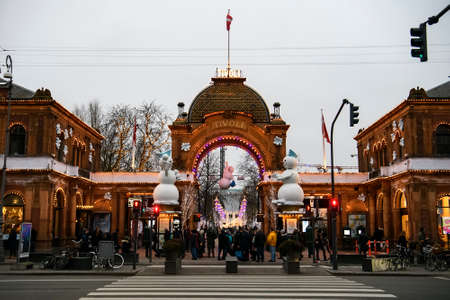 Entrance gate into Tivoli gardens amusement park in Copenhagen, Denmark. Banque d'images