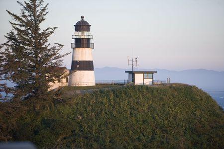岬の失望光、夕暮れ時にワシントン州のイルワコ