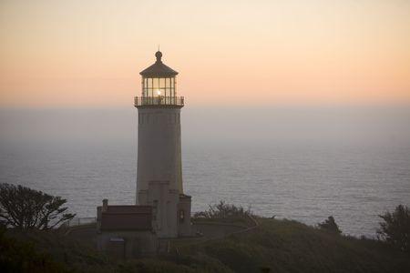 head light: Luz del Norte Jefe casa, Ilwaco, Washington, a la puesta del sol Foto de archivo