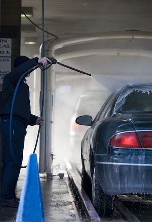 autolavaggio: Automobile passare attraverso il lavaggio auto