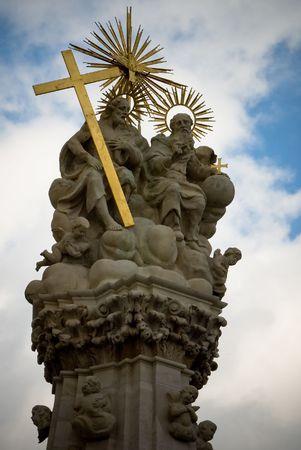 gloriole: Jesucristo y el padre sentado y hablando monumento en Budapest Hungr�a
