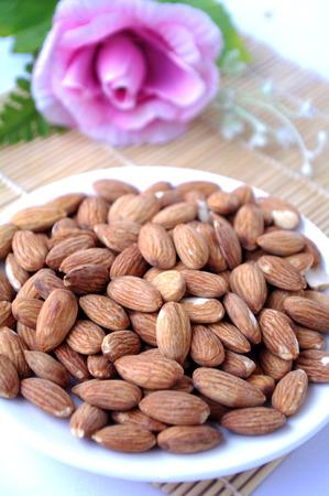 gastritis: Almond
