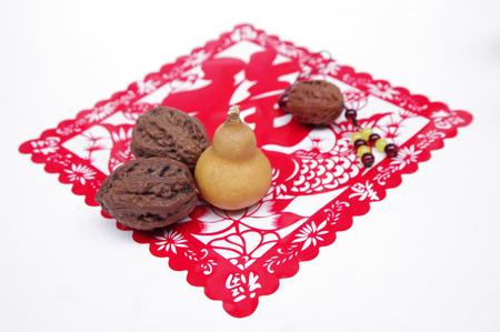 heartshaped: walnut decoration