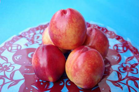 resolving: nectarine