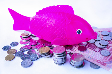 Electric simulation fish toy with coins and bank note
