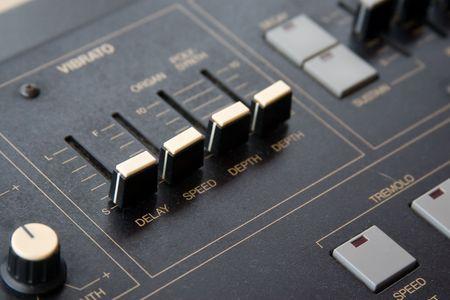 tremolo: Synthesizer Close-up