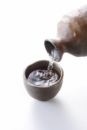 sake: Sake aislado en blanco