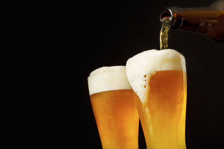 cerveza negra: Cerveza de colada en el vidrio