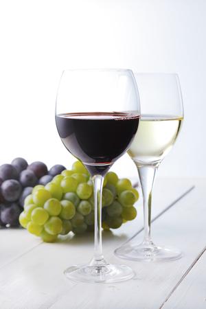 wei?wein: Rotwein und wei�er Wein Lizenzfreie Bilder
