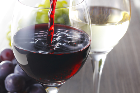 Red wine and White wine image