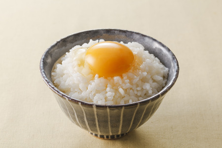Raw Egg over Rice Фото со стока