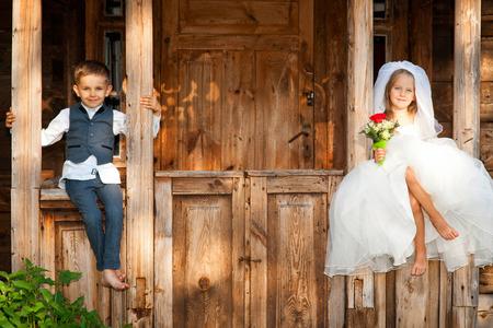 子供たち大好きカップル 写真素材