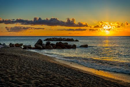 日の出、サントリーニ島、ギリシャを風景します。 写真素材