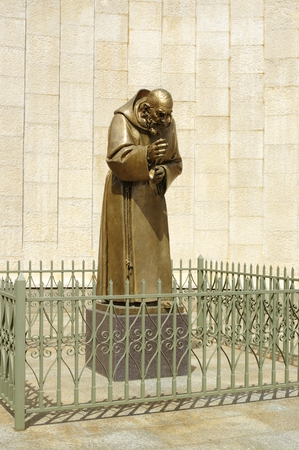 pio: San Giovanni Rotondo, Italy - September 08, 2015: The statue of St. Padre Pio near the Basilica of Our Lady of Grace. Basilica, consecrated in 1959, it was founded near the old monastery of the sixteenth century.