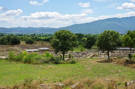 필리피의 유적. 도시는 기원전 4 세기에 마케도니아의 필립 2 세에 의해, 그리고 로마 식민지에 의해 세워졌습니다. 비잔티움의 몰락과 함께 그것은 완전히 파괴되고 버려졌습니다. 성 바오로는 E 대륙에서 최초의 기독교 공동체를 세웠다. 스톡 콘텐츠 - 84120964