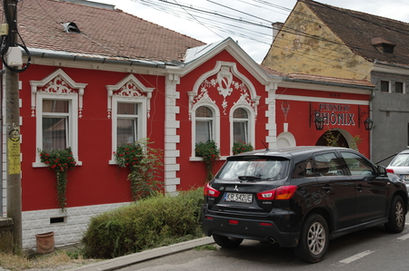 Sighisoara, Transylvania, Romania - 2017 년 9 월 12 일 : 도시의 새로운 지역에있는 지역에 전형적인 건물.