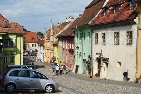 Sighisoara, 트란실바니아, 루마니아 -2010 년 9 월 12 일 : 방어 벽으로 둘러싸인 중세 구시 가지. 이 지역에 전형적인 건물들. 에디토리얼