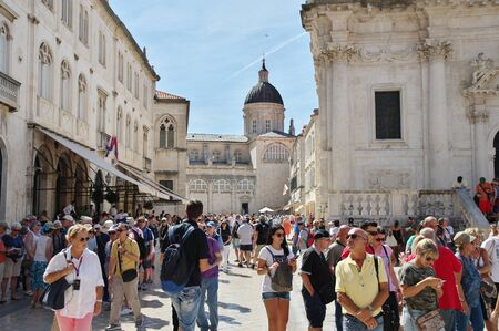 Dubrovnik, Dalmatia, Croatia – September 11, 2018: Luza Square, Old Town. On the right, there is a fragment of St. Blaisels Church. In the background you can see the tower of the Cathedral. Ma 에디토리얼