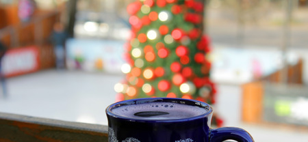 The blue mug with mulled wine