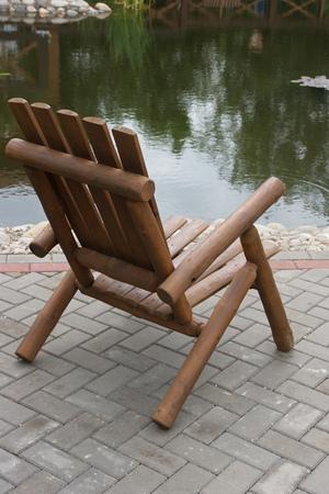 silla de madera: Silla de madera en el Parque. Foto de archivo