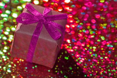 farbe: gift with purple ribbon Stock Photo