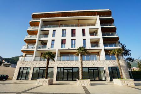 Nouveau bâtiment de l'hôtel au Monténégro