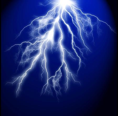 rayo electrico: Un rayo el�ctrico sobre un fondo azul oscuro Foto de archivo