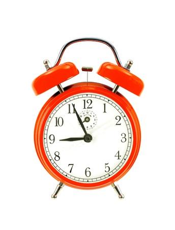 despertador: rojo reloj de campana (despertador) aisladas sobre fondo blanco