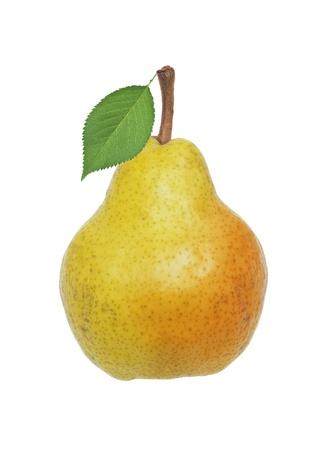 pear: Hermosa pera fresca de color amarillo con hojas verdes aisladas en blanco Foto de archivo