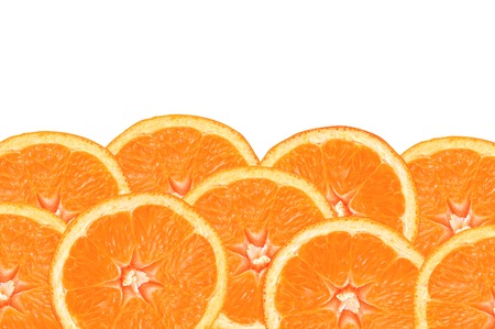 naranjo: rodajas de naranja frescas sobre fondo blanco Foto de archivo