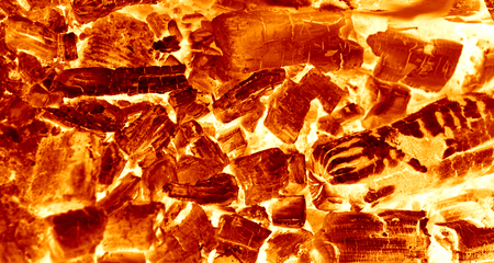 holzbriketts: Heiße Funken Coals Brennen im Barbecue (BBQ) Lizenzfreie Bilder