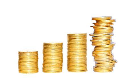 Einsparungen, zunehmende Spalten der Goldmünzen getrennt auf weißem Hintergrund Standard-Bild