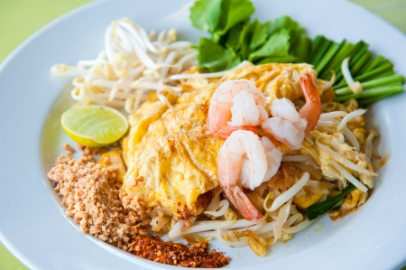 Stir-fried rice noodles with egg, and shrimp (Pad Thai) Stock Photo - 10032883