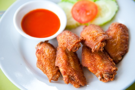 fried chicken wings: deep fried spicy chicken wing with chili sauce