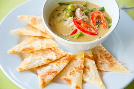 east indians: kind of Indian food made of flour with chicken green curry : Traditional Indian food