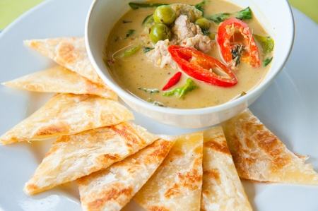kind of Indian food made of flour with chicken green curry : Traditional Indian food