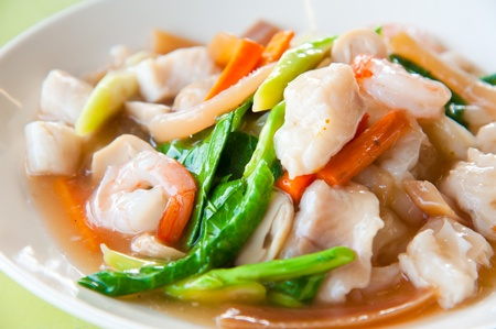 Seefood and Noodles in a Creamy Sauce : Guaitiao Rad Na : delicious tradition thailand food