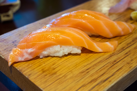 japanese sake: Salmón Sushi, deliciosa comida japonesa