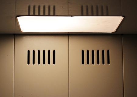 textura: Struttura della parete e una lampada in un ascensore ordinaria Russia Archivio Fotografico