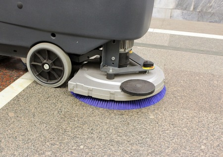 Brush in the battery scrubber-dryer in the metro Moscow Standard-Bild
