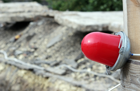 enclosing: Red warning lamp which enclosing the ditch, where the repair of water pipes