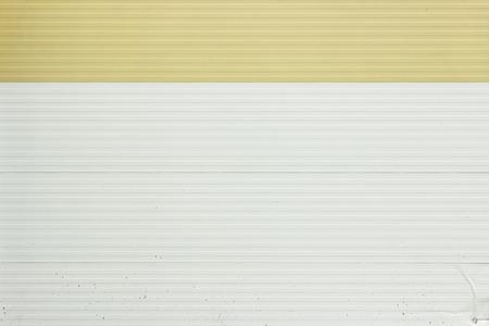 textura: piastrelle muro con un cuciture orizzontali, dipinte nei colori bianco e beige Archivio Fotografico