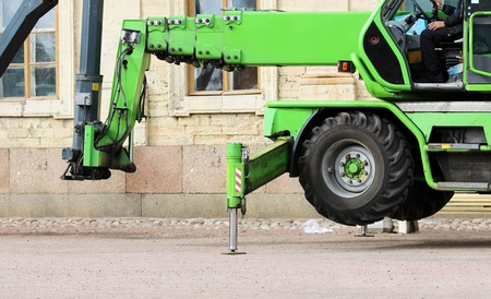 hydraulic lift: wheel cradle outriggers and levers with hydraulic lift heavy equipment machine Stock Photo