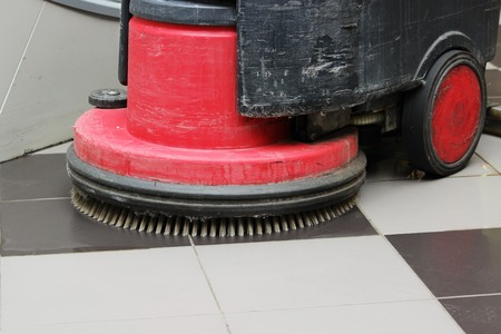 Brush in the battery scrubber-dryer for cleaning in the large shopping center