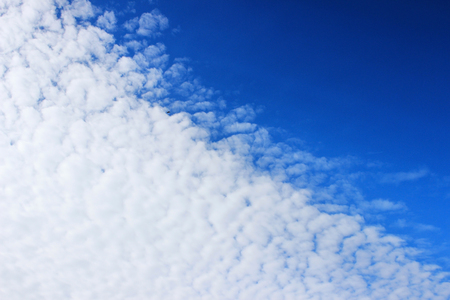 The boundary of cirrus clouds in the bright blue sky. 版權商用圖片