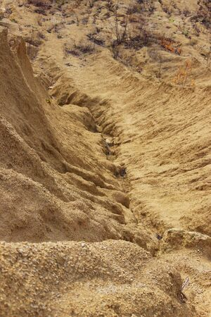 sand quarry. The crack between the two sand dunes is washed out by the rain Banque d'images