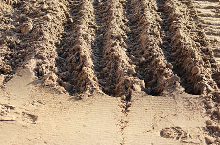 relief traces of heavy construction equipment in the sand. beautiful texture close-up with perspective Standard-Bild